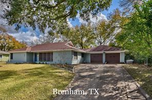 804 e. tom green street, brenham, TX 77833