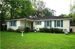 413 carrell st, tomball, TX 77375