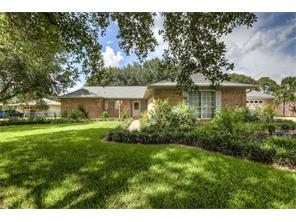 9037 w sterling dr, pearland, TX 77584