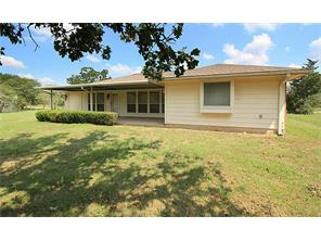 242 Golfview Dr N, Hilltop Lakes TX 77871